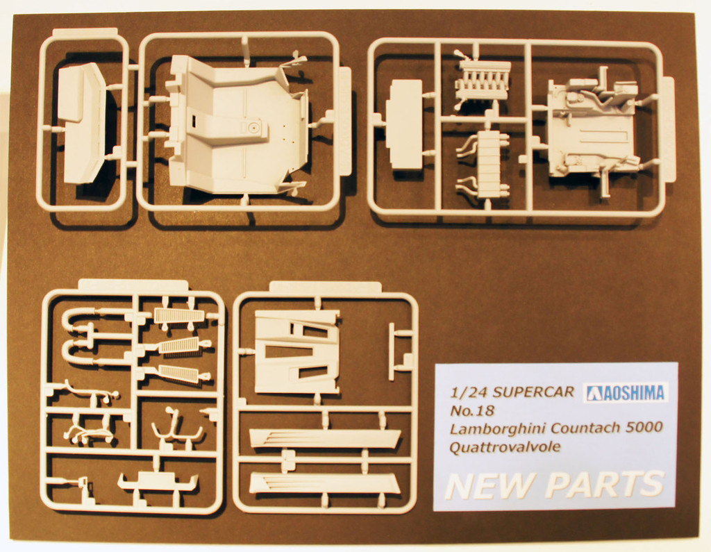 Aoshima 11546 Lamborghini Countach 5000 Quattrovalvole Injection Version 1/24 Scale Kit
