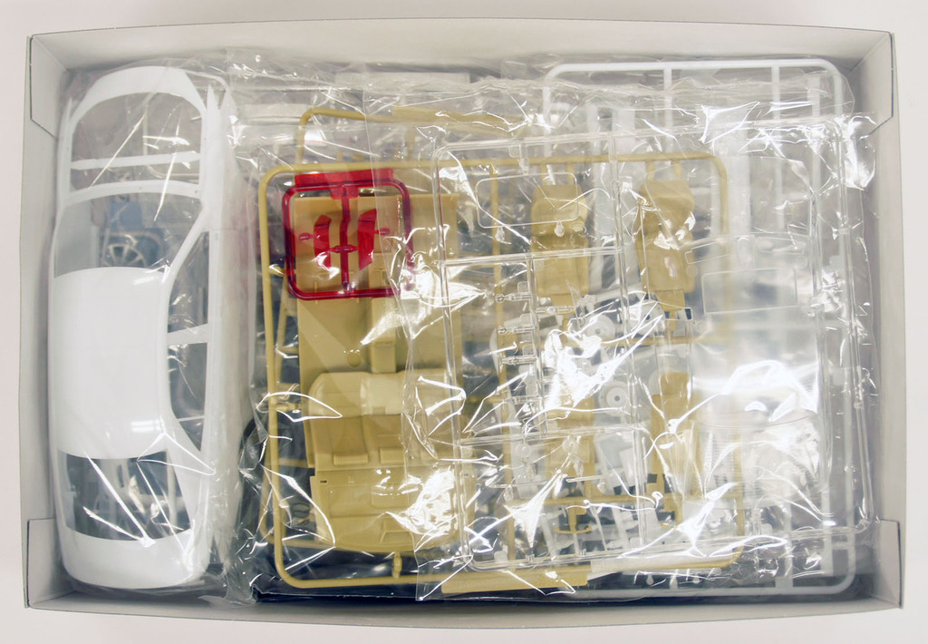 Aoshima 08522 Rojam 21 Toyota Crown Royal Saloon Kiwami 1/24 Scale Kit