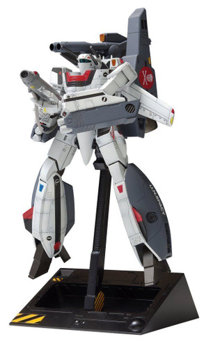 Wave MC063 Macross VF-1S Strike Valkyrie Battroid Hikaru Ichijo 1/100 Scale Kit