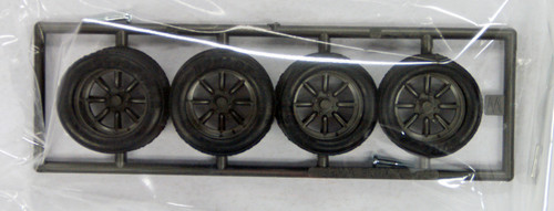Fujimi TW63 RS Watanabe Wheel & Tire Set 15 inch 1/24 Scale Kit