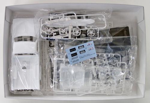 Aoshima 53614 RE30 HILUX CUSTOM '85 (TOYOTA) 1/24 scale kit