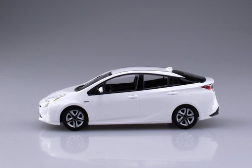 Aoshima 54161 Toyota Prius (Super White II) 1/32 scale pre-painted model kit