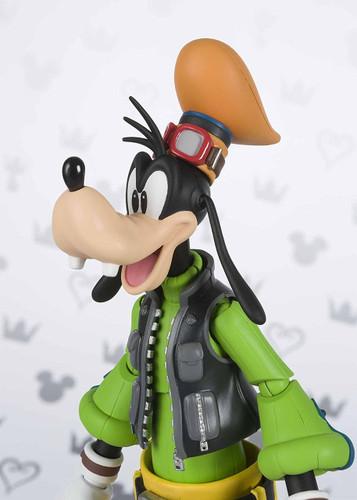 Bandai 225508 S.H. Figuarts Goofy Figure (Kingdom Hearts II)
