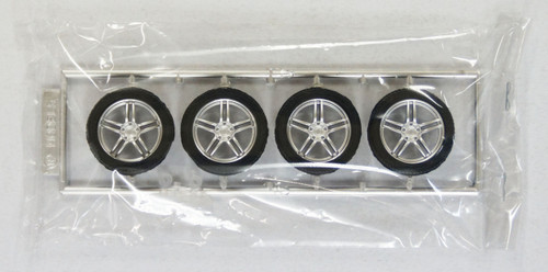 Fujimi TW09 AVS Model 5 Wheel & Tire Set 18 inch 1/24 Kit