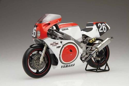 Fujimi Bike-06 Yamaha YZF750 1987 Team Lucky Strike Roberts 1/12 Scale Kit