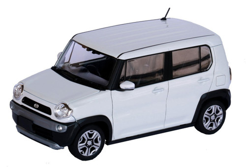 Fujimi 066035 Mazda Flair Crossover (Pure White Pearl) 1/24 scale Pre-painted kit