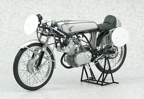 Ebbro 10008 Honda CR110 Cab Racing 1962 1/10 Scale