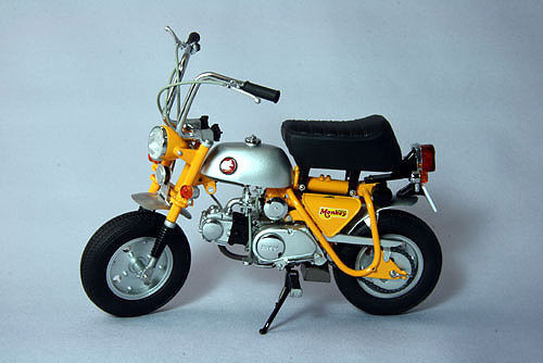 Ebbro 10019 Honda Monkey Z50A (Yellow) 1/10 Scale