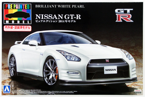 Aoshima 11348 Nissan GT-R (R35) 2014 Brilliant White Pearl 1/24 Scale Kit (Pre-painted Model)