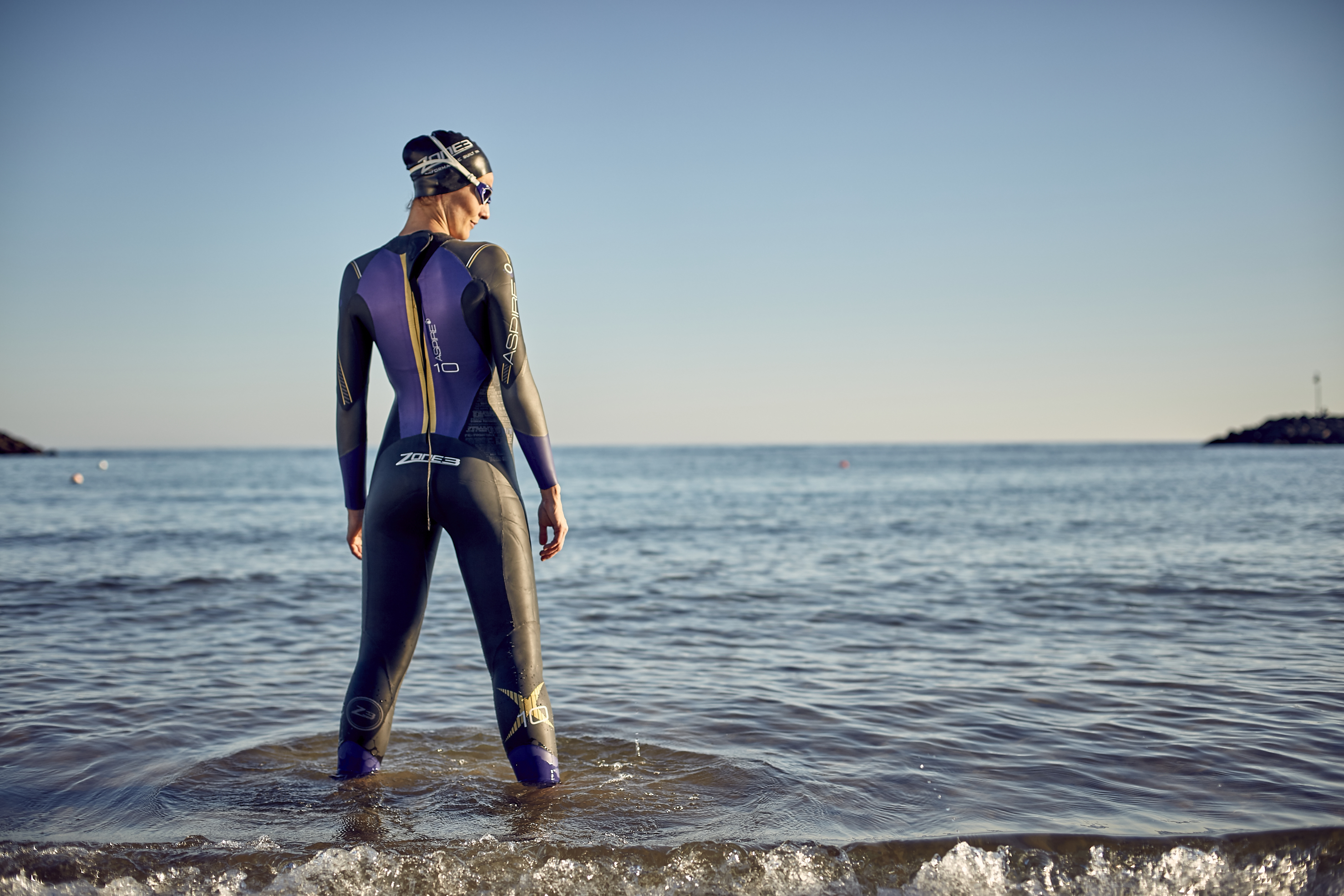 women-s-aspire-wetsuit-lifestyle-2-.jpg