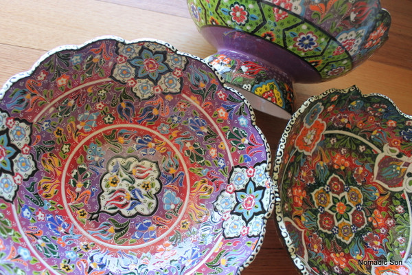 Intricate paintings on a hand crafted 30cm Footed bowl in the Wavy kabartma style.  Hand made and hand painted in Turkey.