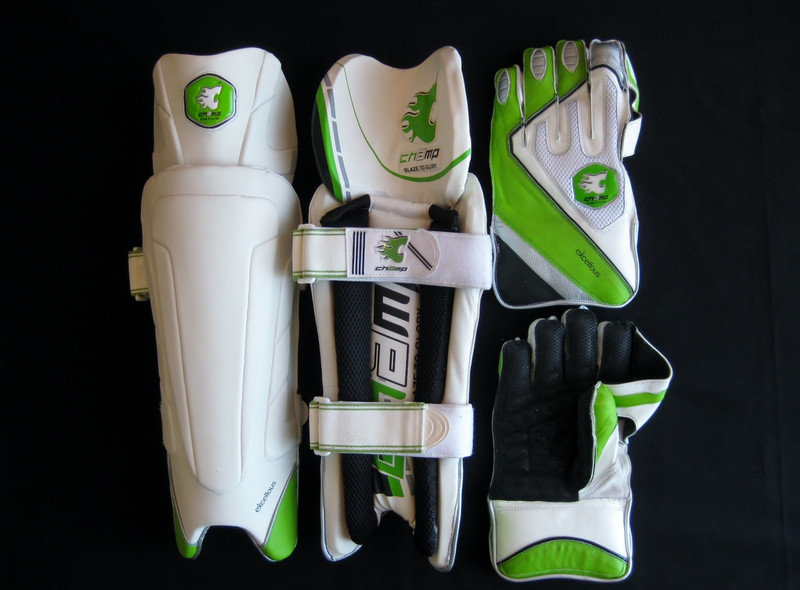 CHAMP EXCELLOUS Mens Professional Wicket Keeping Pads & Gloves Set