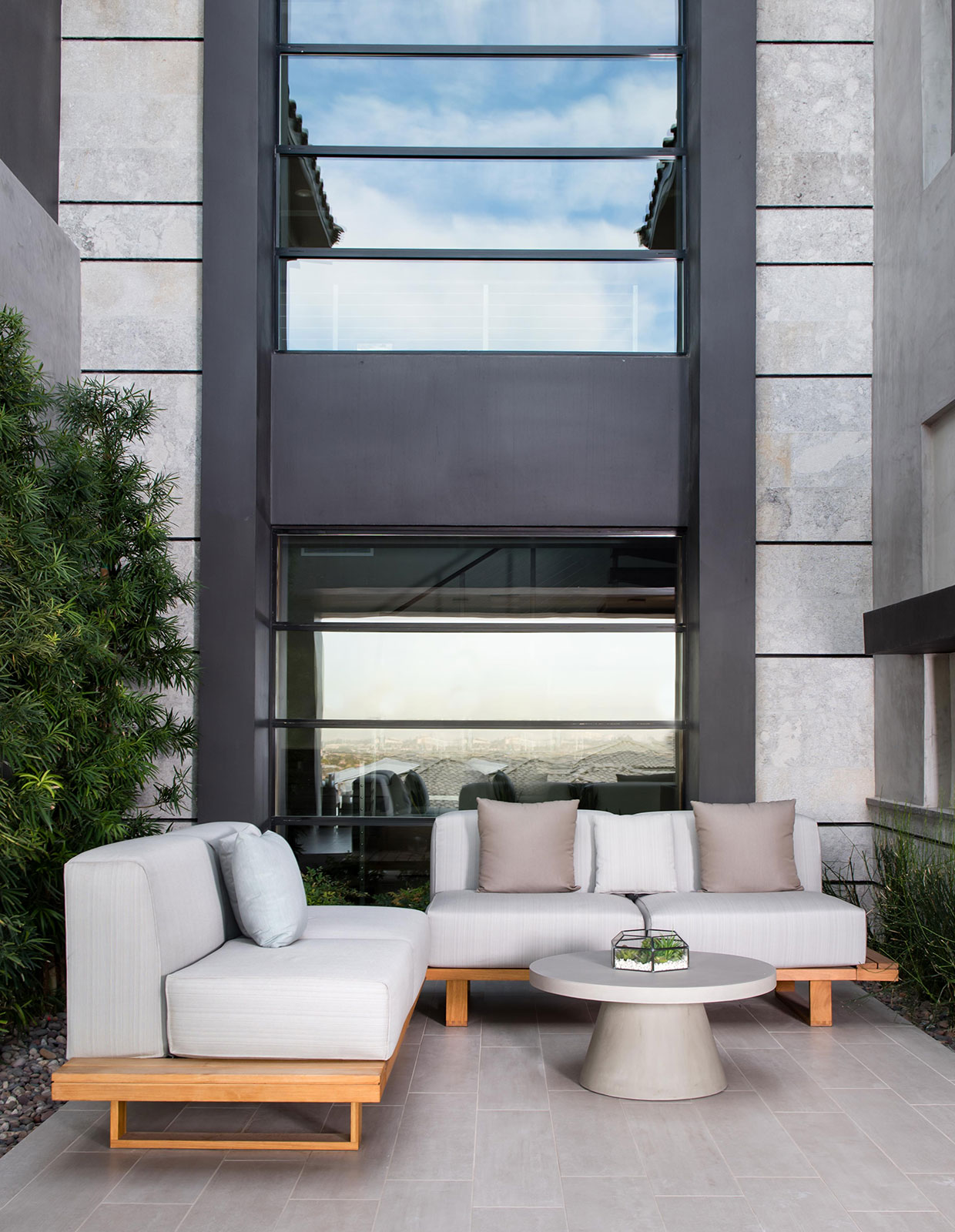 Modern Elegance in Las Vegas Patio