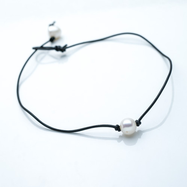 Pearl on Leather Choker