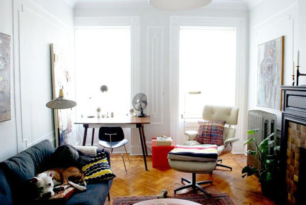 The Eames Lounge Chair In Small NYC Apartments And Other ...