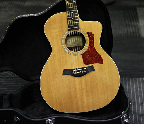 Taylor 214CE Sitka Rosewood w/Hard Shell Case