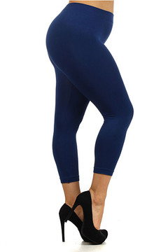 Right Side Image of Wholesale Basic Capri Length Seamless Plus Size Leggings