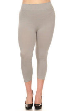 Front side  image of Wholesale Basic Spandex Capri Plus Size Leggings