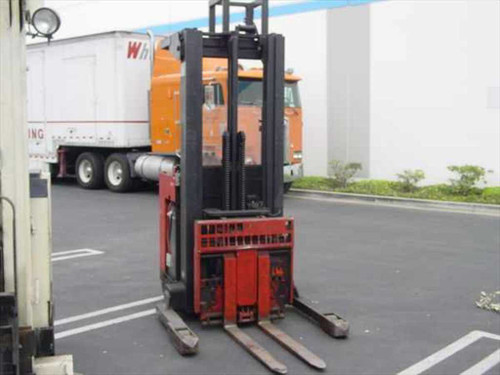 Raymond 20DR25TT  Raymond Electric Reach Forklift with Sideshift