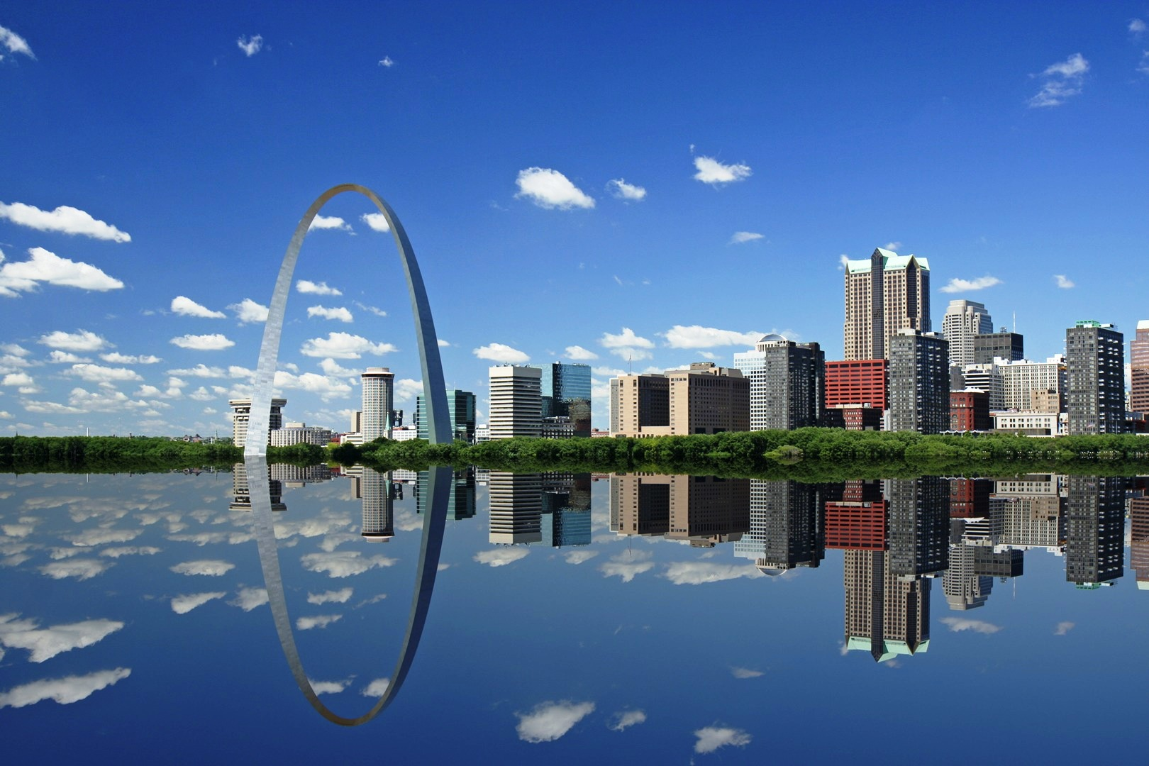 stlouis-riverfront-from-e-stl-at-high-water-flood.jpg