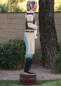 Wooden Saloonkeeper 27034