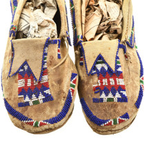 Original Native American Beaded Moccasins 31508