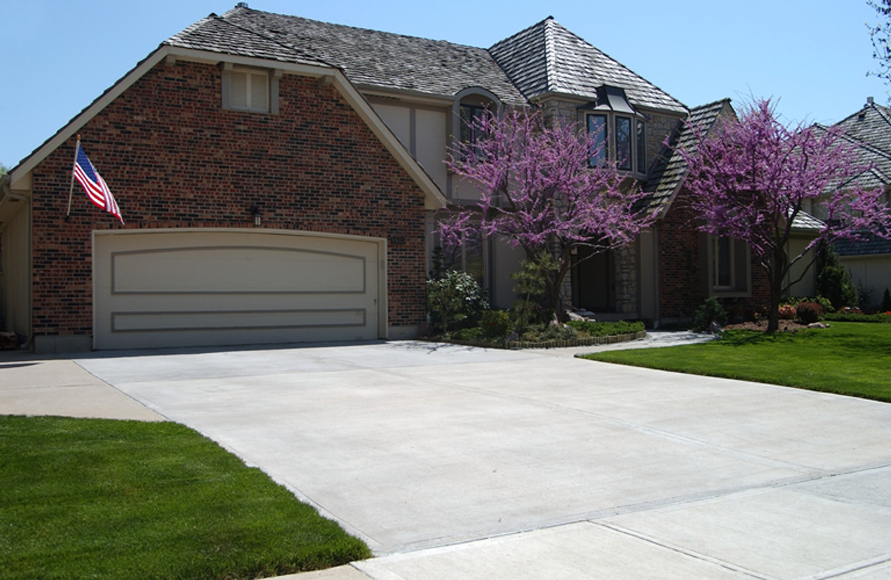 SealGreen Driveway and Garage Cleaner Concentrate is design to clean old and new concrete without damaging the landscape or harmful to animals