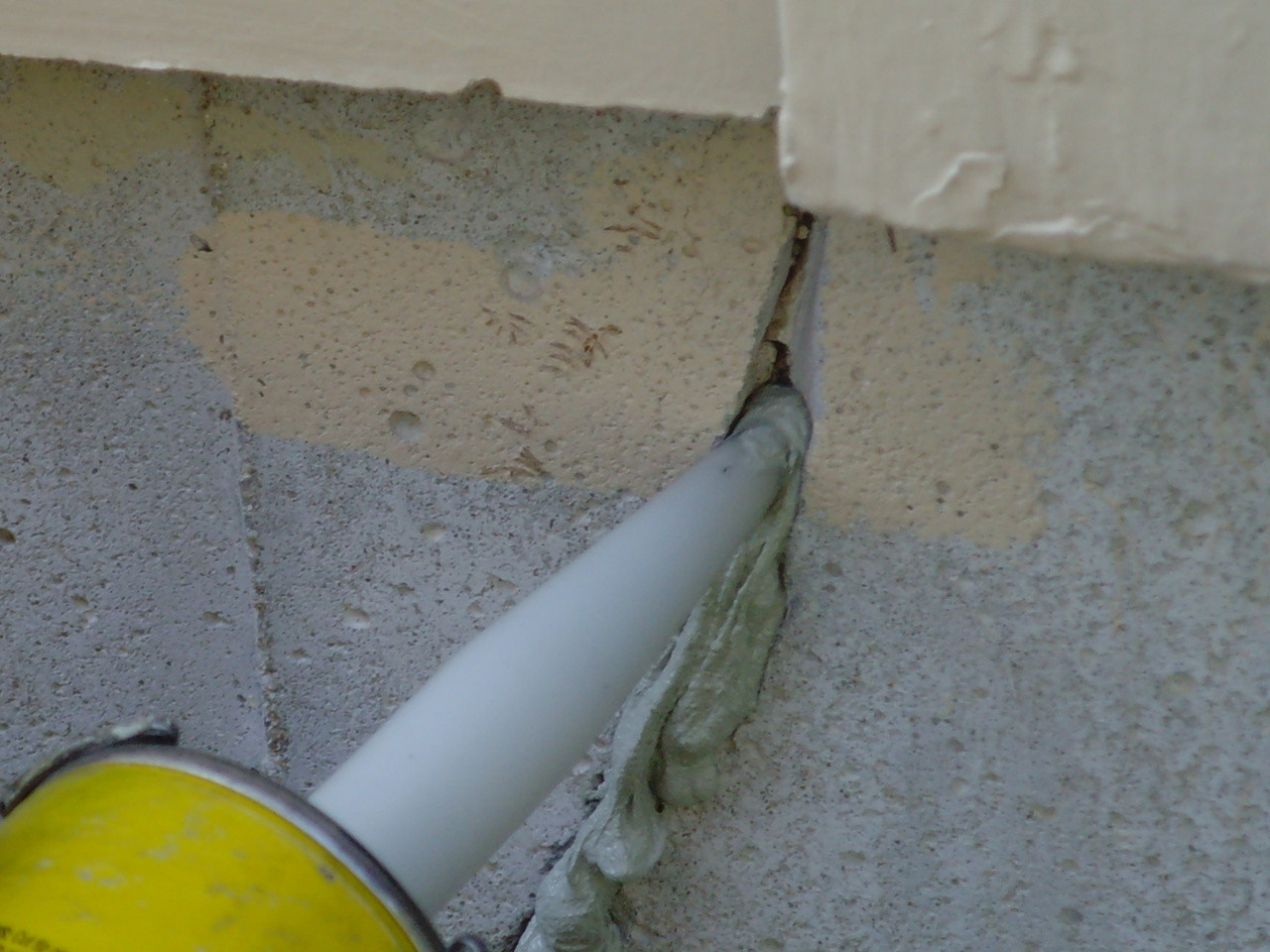 Vertical crack on a foundation wall repaired with 116 Caulk