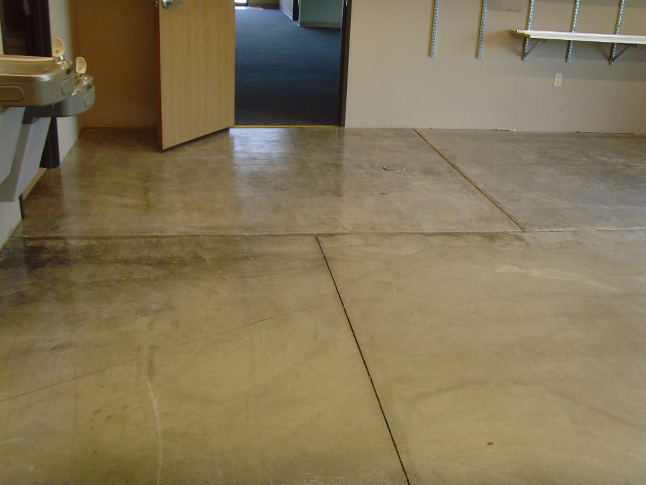 SealGreen E10 Epoxy sealer is used to seal plain concrete and eliminate dusty conditiions