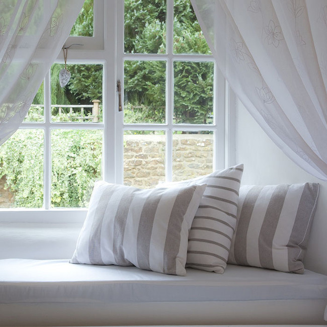Pillow Talk: How To Style The Perfect Throw Pillow Arrangement