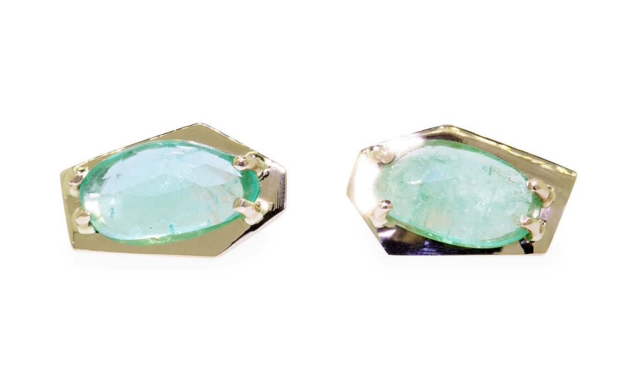 New classic KIKAI stud earrings 1.59 carat free-form, rose-cut, emerald prong set in open back geometric 14k yellow gold setting