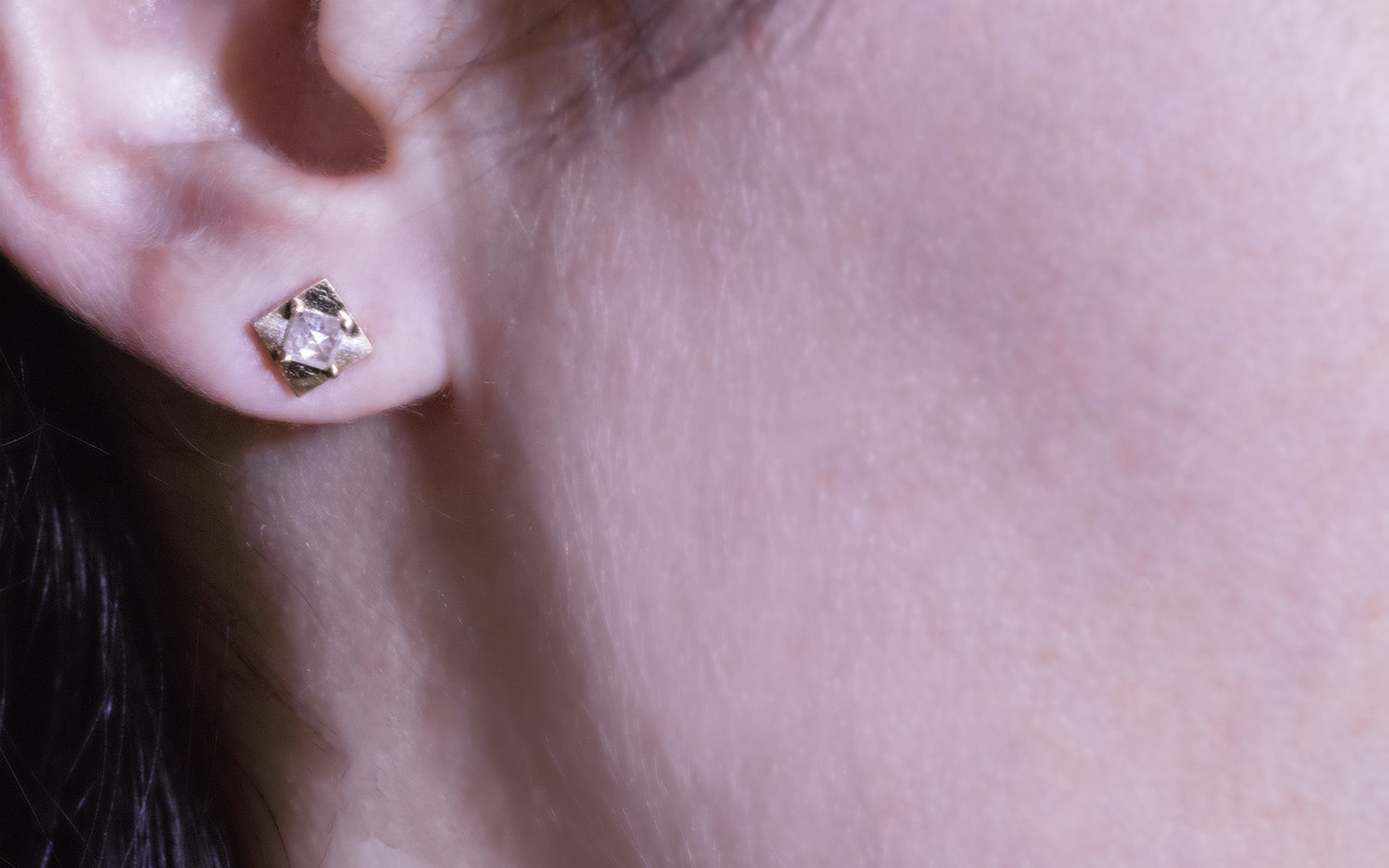 TOBA Earrings in Yellow Gold with ,41 Carat Light Gray Diamonds