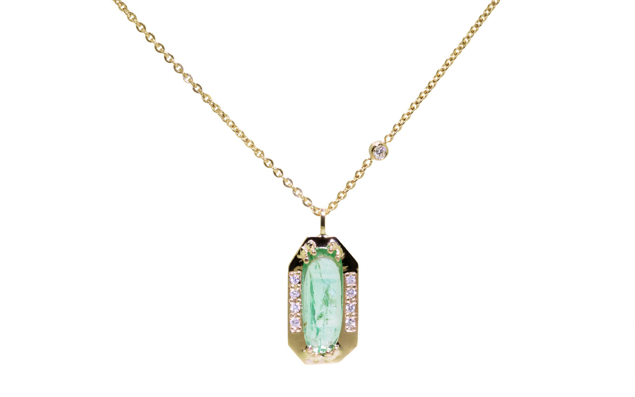 white necklace floating com ydiamonds emerald top gold