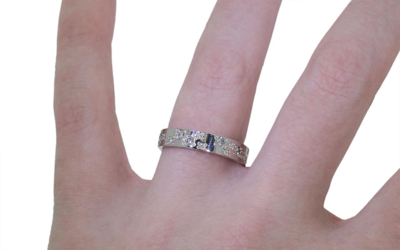 14k white gold wedding band with brilliant gray diamonds and brilliant, white diamonds bead set in organic pattern around the entire ring. Modeled on a hand