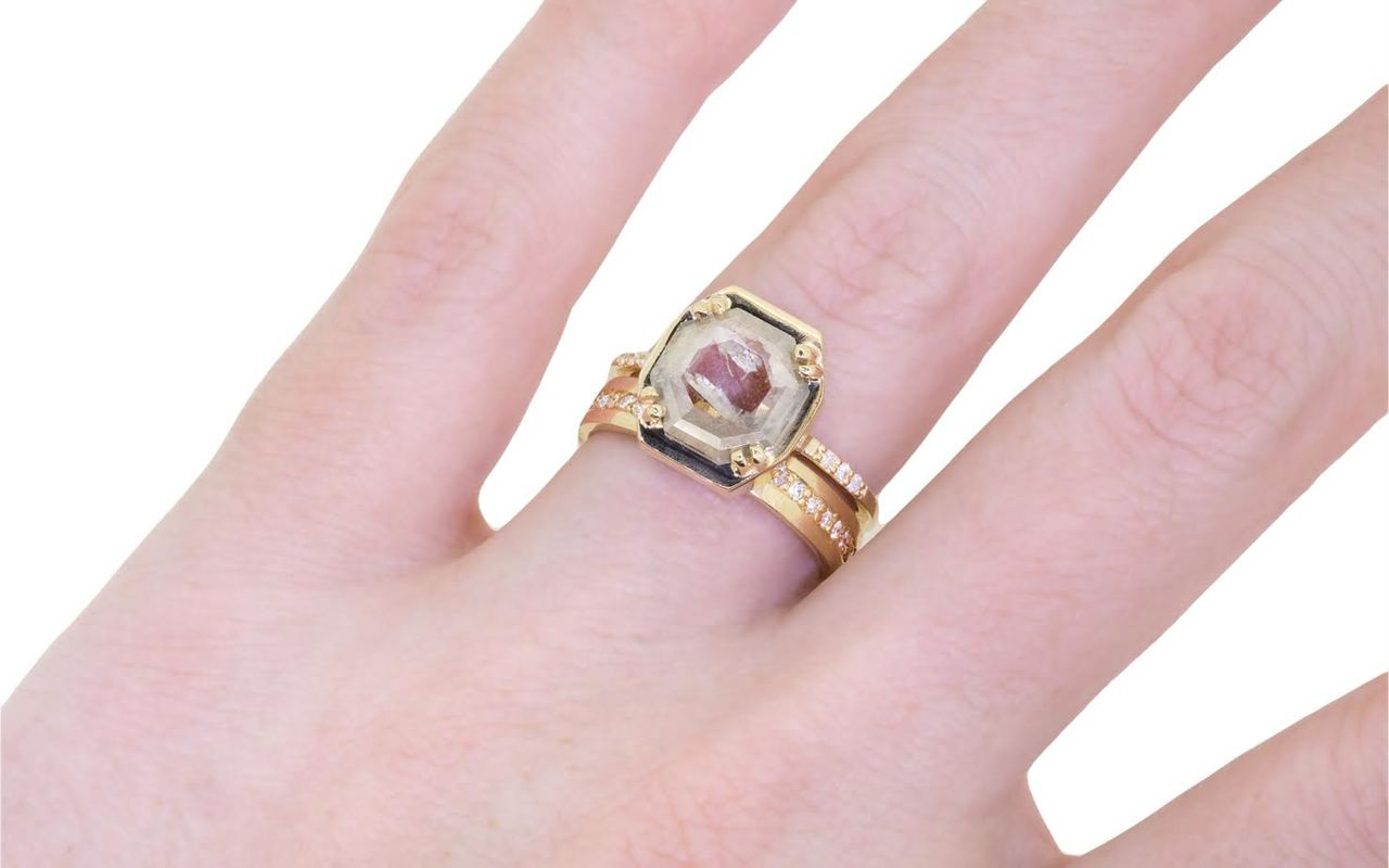 AIRA Ring in Yellow Gold with 1.36ct Gray and White Diamond