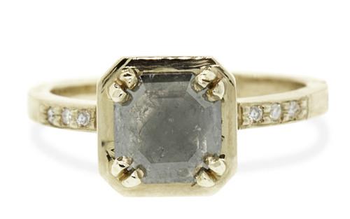 MAROA Ring in Yellow Gold with .97 Carat Gray Diamond