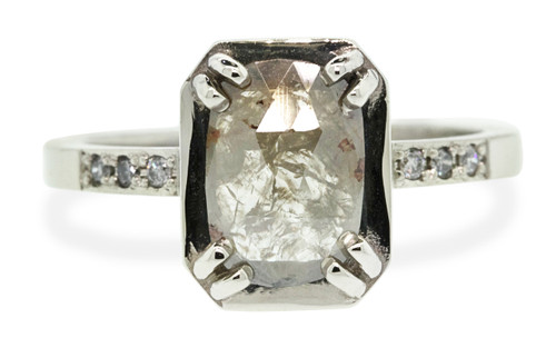 AIRA Ring in White Gold with 1 Carat Warm Gray Diamond