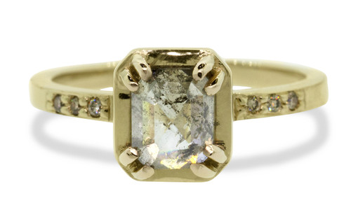 MAROA Ring in Yellow Gold with 1.41 Carat Salt and Pepper Diamond