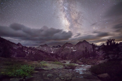 The Milky Way over Evolution Basin