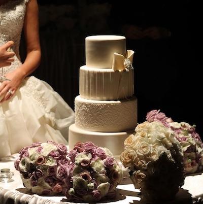 bride wedding cake bouquets