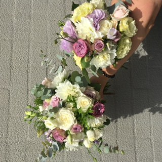 natural-pastel-bridesmaids-bouquet-roses-lisianthus.jpg