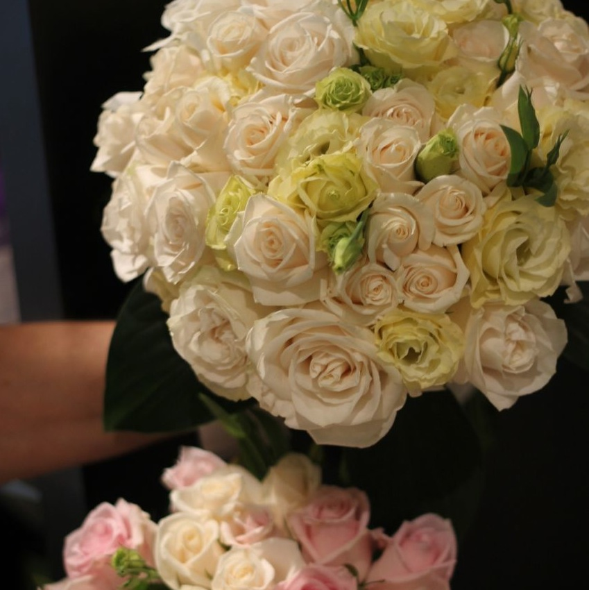 whiteweddingbouquet.jpg