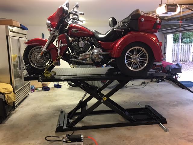 Weaver Lift W-1500 with Trike