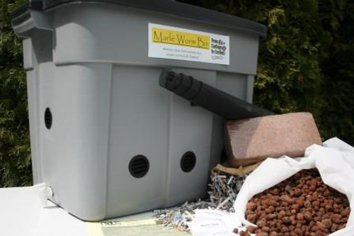 Composting Worm Bin with Worms