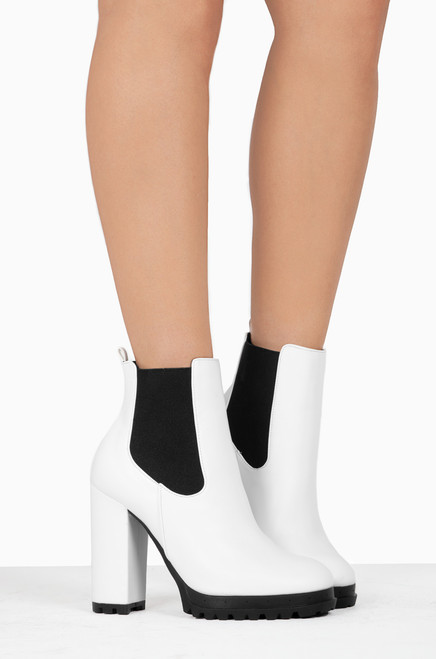 Fashion Walk - White PU