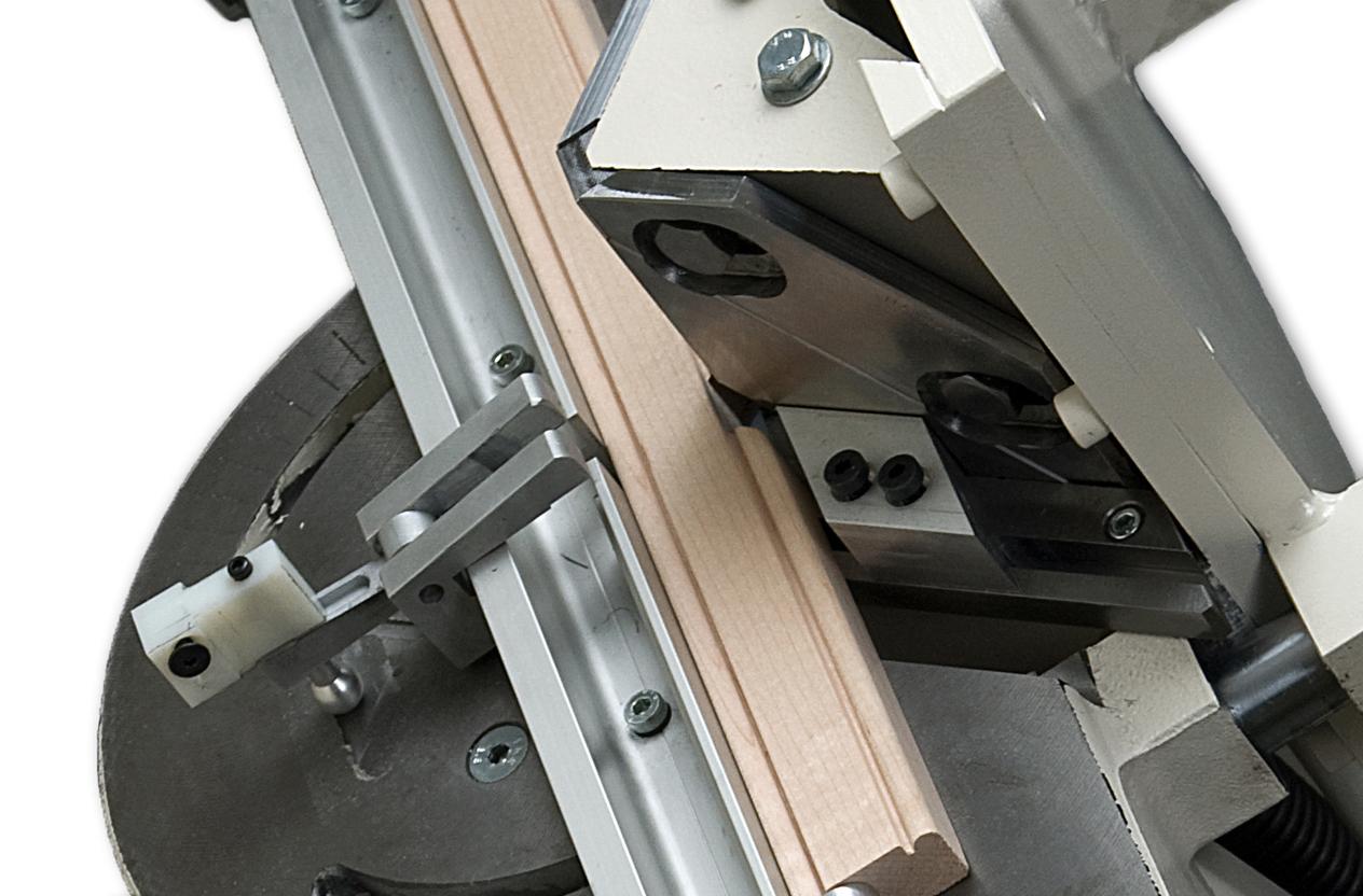 nm0076-morso-nm-notching-operation-close-up-hoffmann.jpg