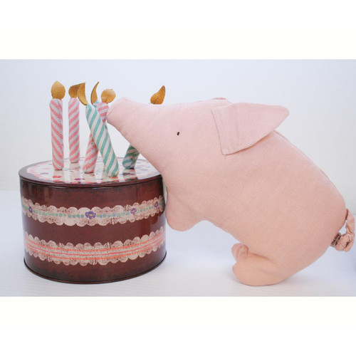 Birthday Pig in Cake Box With Candles
