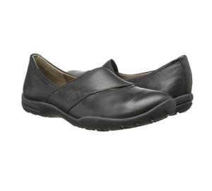 Clarks Women's Vailee Pine Slip On Black Leather
