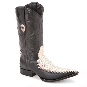 Boost your style appeal with these cowboy boots in brown from the house of Wild West. The pair is made of genuine python skin and has a 3x-toe design.