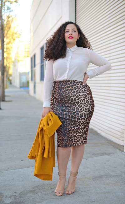 Curvy fashion in prints